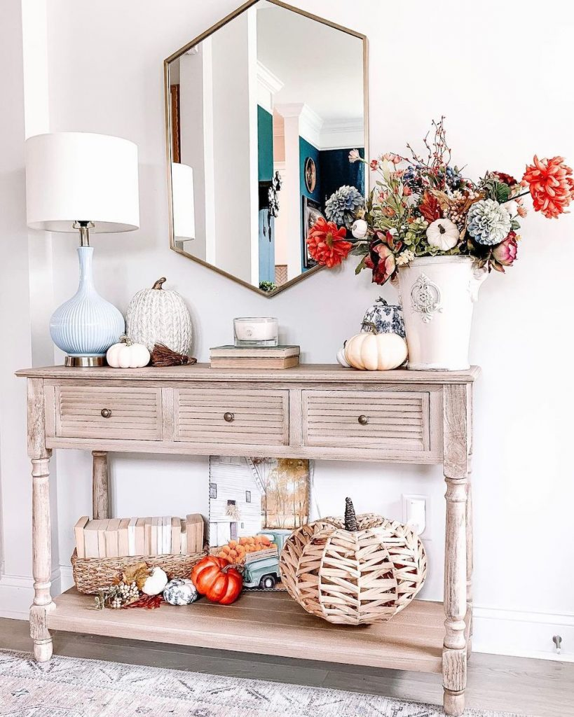 Welcoming Fall-inspired entryway ideas Inspo 6 #Fall #Entryway #Foyer #FallEntryway #FallDecor #HomeDecor #AutumnDecor