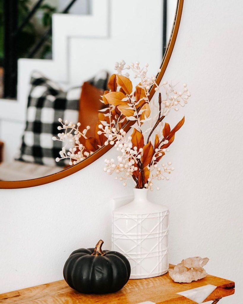 Fall vignette styling ideas Inspo 6 #Fall #FallVignettes #FallDecor #FallTableStyling #HomeDecor #AutumnDecor