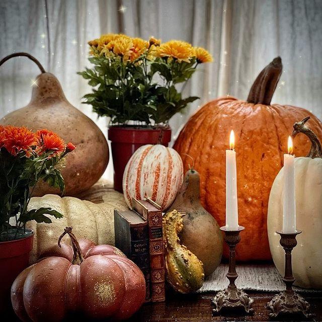 Fall vignette styling ideas Inspo 8 #Fall #FallVignettes #FallDecor #FallTableStyling #HomeDecor #AutumnDecor
