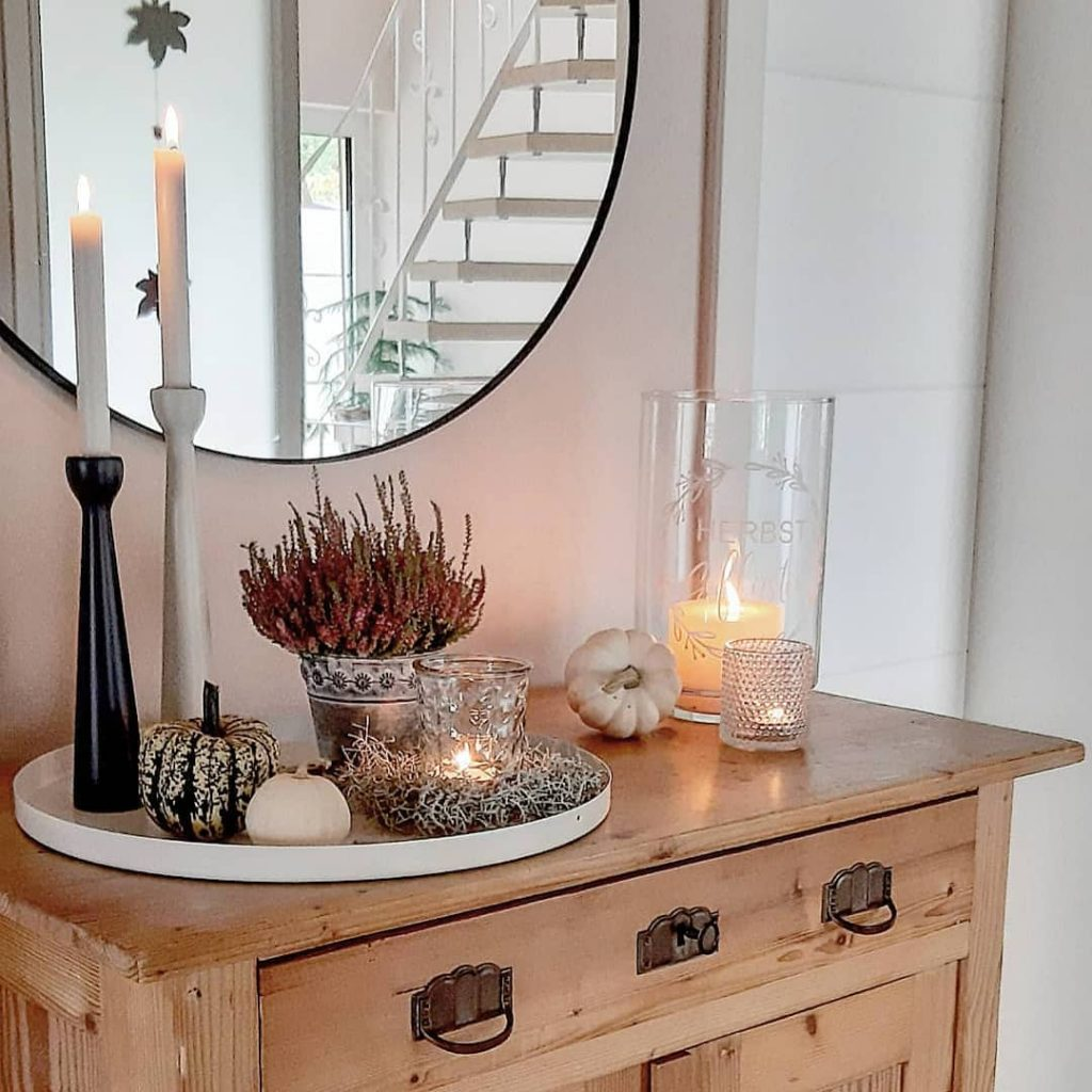 Welcoming Fall-inspired entryway ideas Inspo 8 #Fall #Entryway #Foyer #FallEntryway #FallDecor #HomeDecor #AutumnDecor