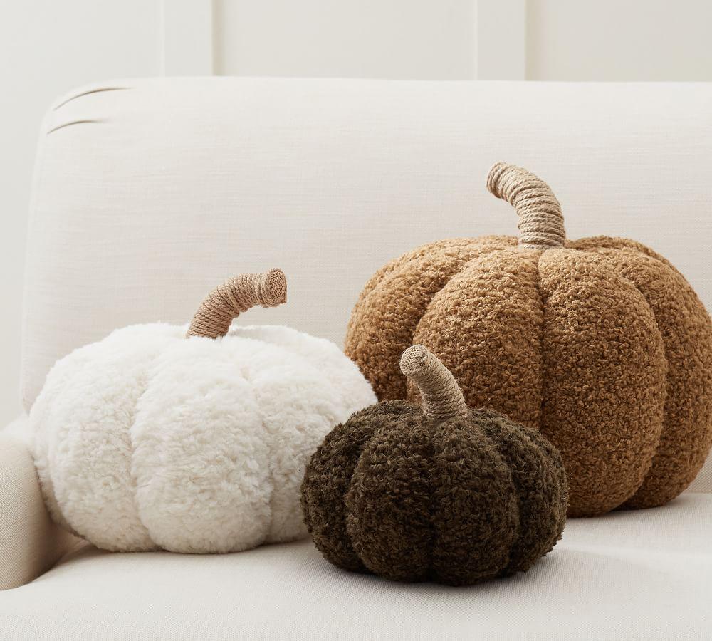Cozy Pumpkin Pillows #Fall #FallMantel #FallDecor #HomeDecor #AutumnDecor