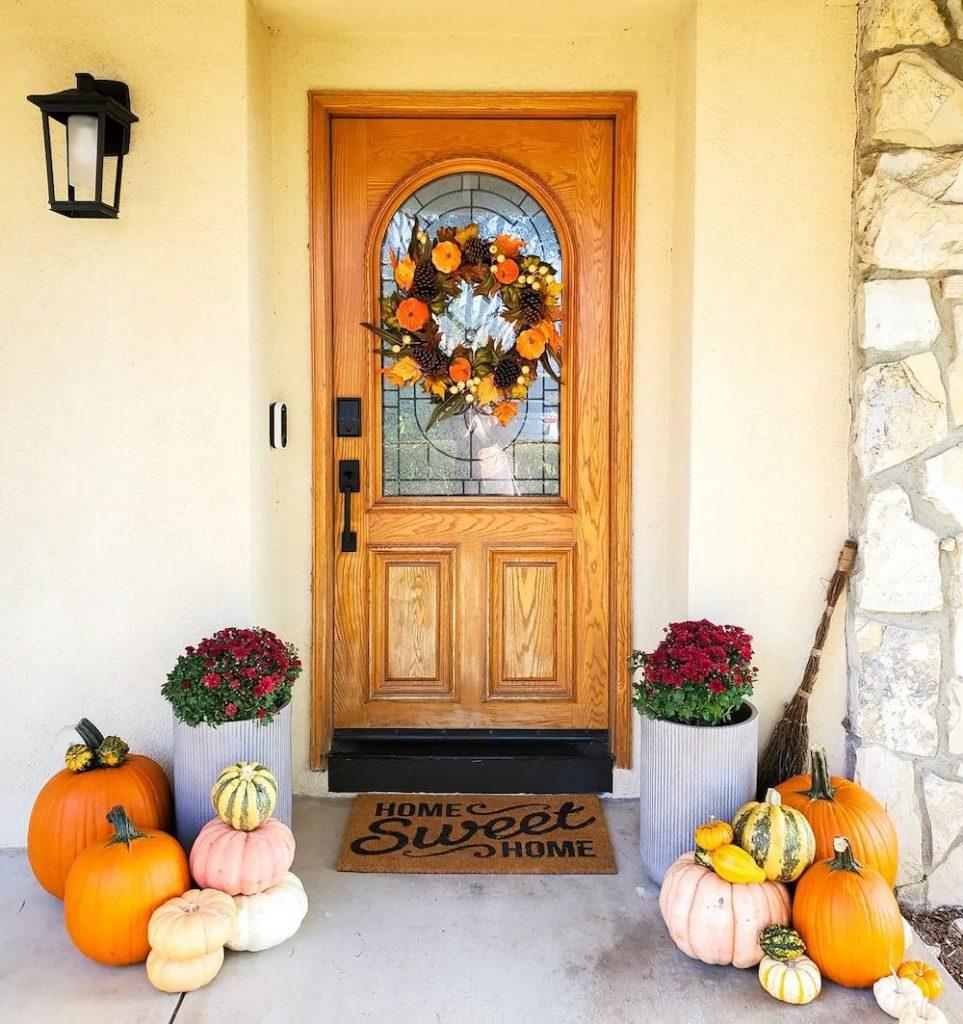 Fall Porch Styling Ideas In 15 #Fall #Porch #FallPorch #FallDecor #HomeDecor #AutumnDecor