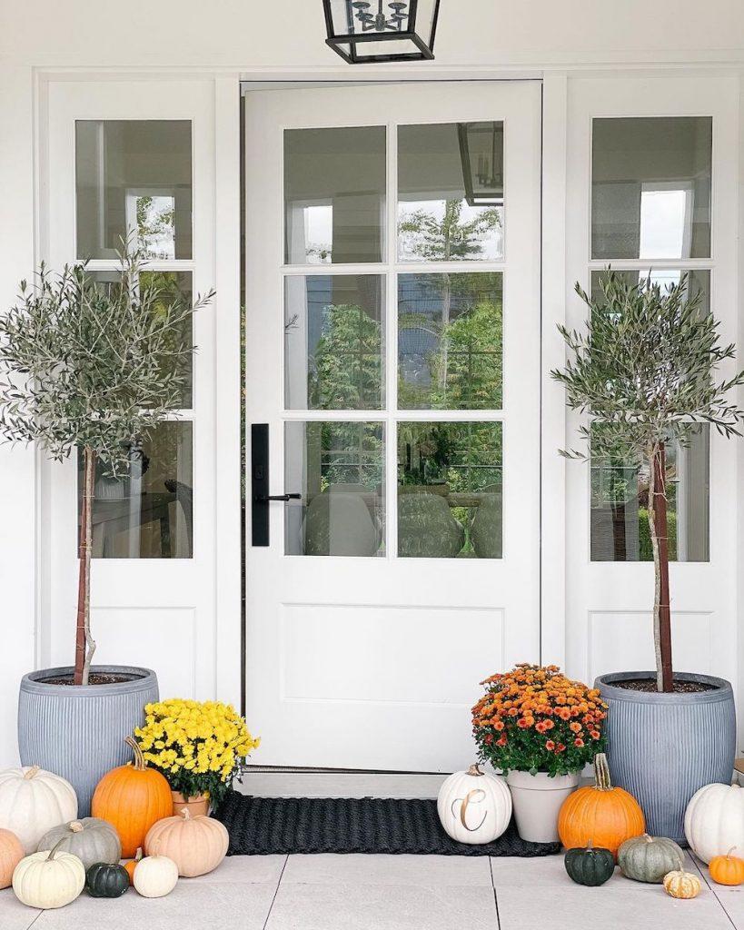 In 16 #Fall #Porch #FallPorch #FallDecor #HomeDecor #AutumnDecor