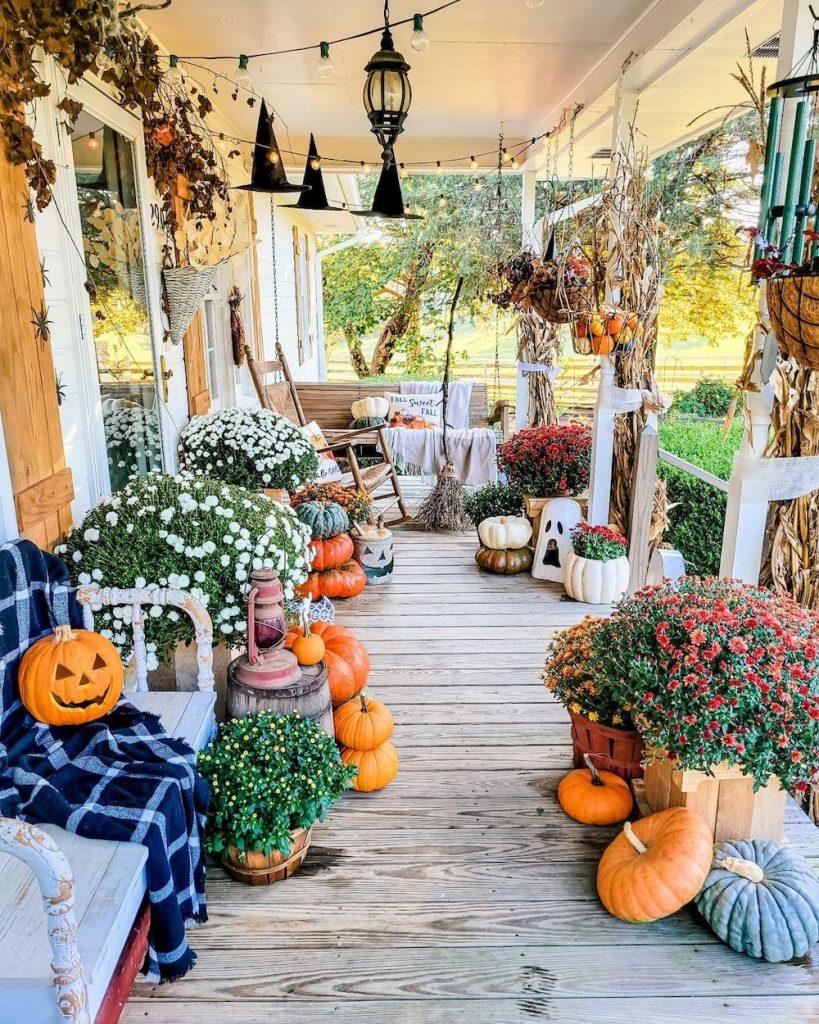 Fall Porch Styling Ideas In 17 1 #Fall #Porch #FallPorch #FallDecor #HomeDecor #AutumnDecor