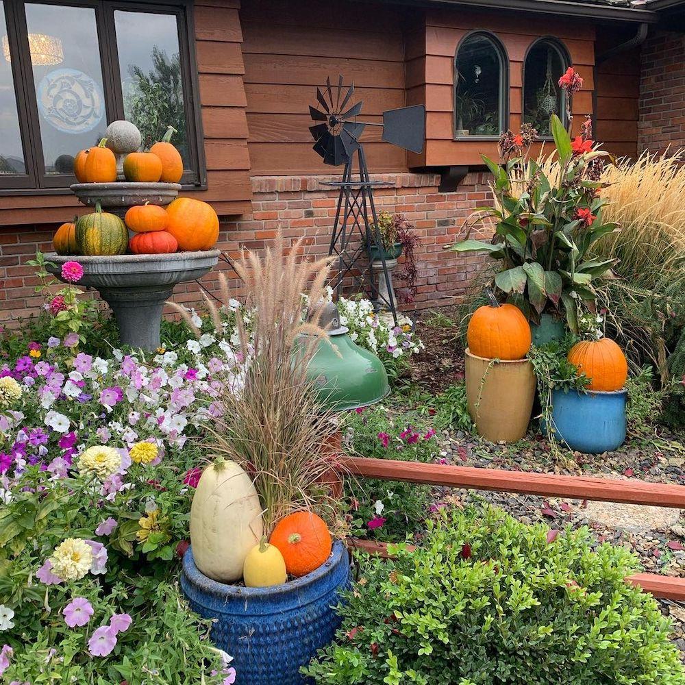In 19 2 #Fall #Porch #FallPorch #FallDecor #HomeDecor #AutumnDecor