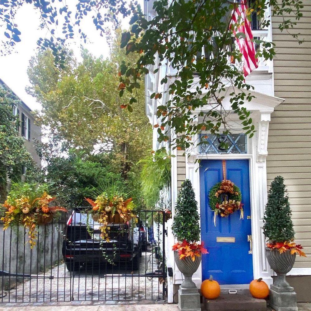 Fall Porch Styling Ideas In 2 #Fall #Porch #FallPorch #FallDecor #HomeDecor #AutumnDecor