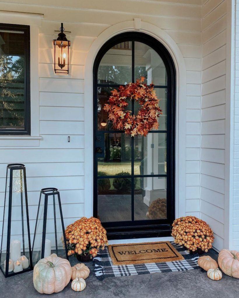 Fall Porch Styling Ideas In 20 1 #Fall #Porch #FallPorch #FallDecor #HomeDecor #AutumnDecor