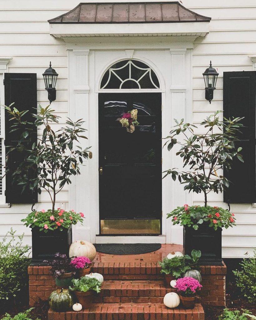 In 21 #Fall #Porch #FallPorch #FallDecor #HomeDecor #AutumnDecor