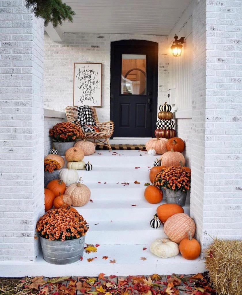 Fall Porch Styling Ideas In 25 #Fall #Porch #FallPorch #FallDecor #HomeDecor #AutumnDecor