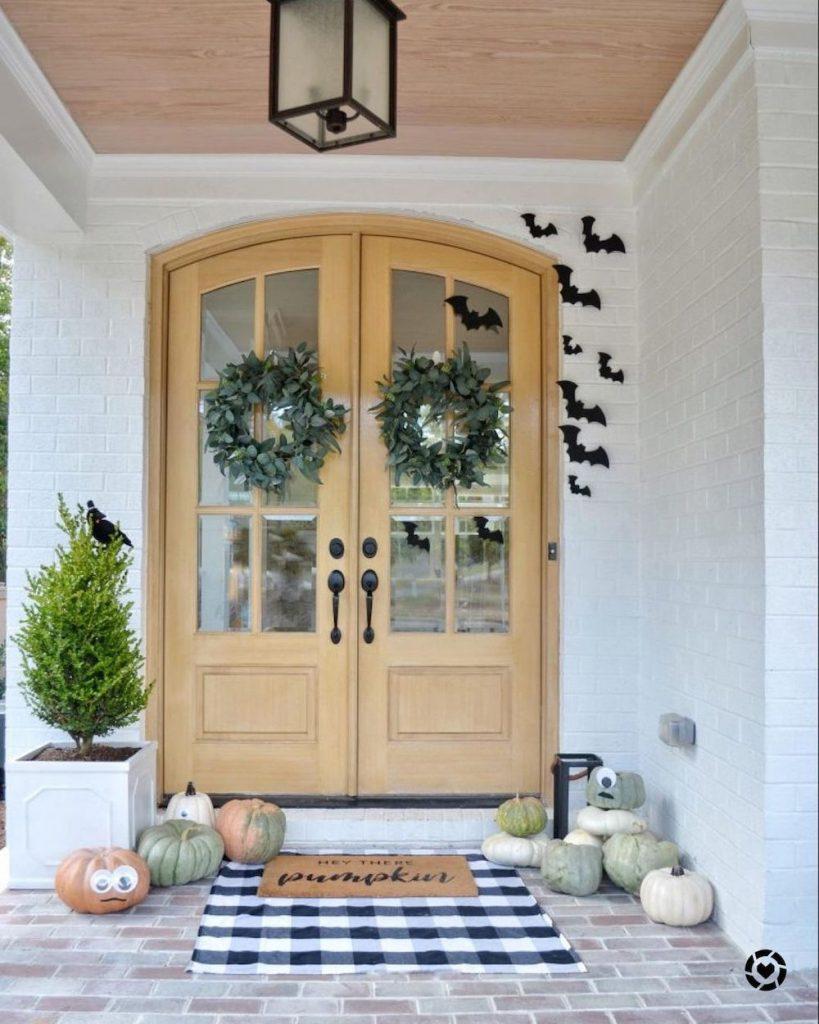 Fall Porch Styling Ideas In 27 #Fall #Porch #FallPorch #FallDecor #HomeDecor #AutumnDecor