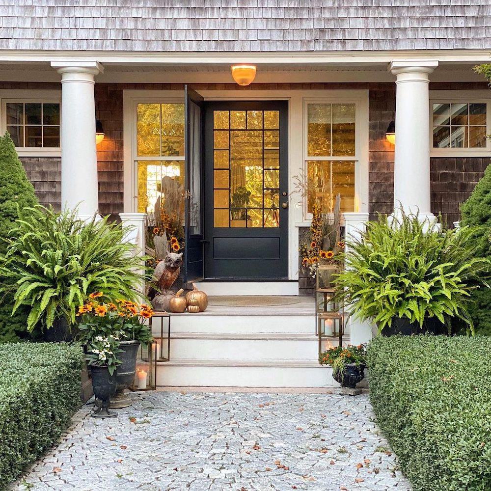 Fall Porch Styling Ideas In 28 2 #Fall #Porch #FallPorch #FallDecor #HomeDecor #AutumnDecor