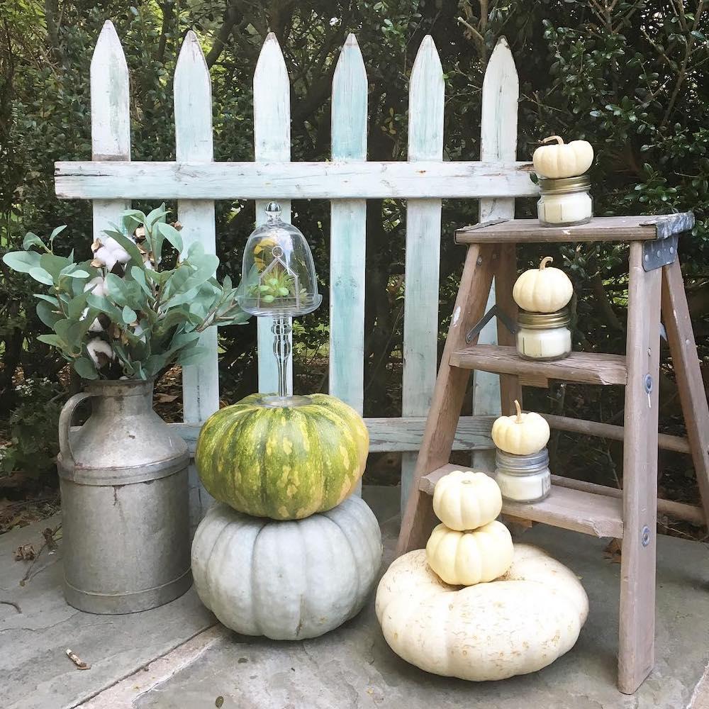 Fall Porch Styling Ideas In 31 #Fall #Porch #FallPorch #FallDecor #HomeDecor #AutumnDecor