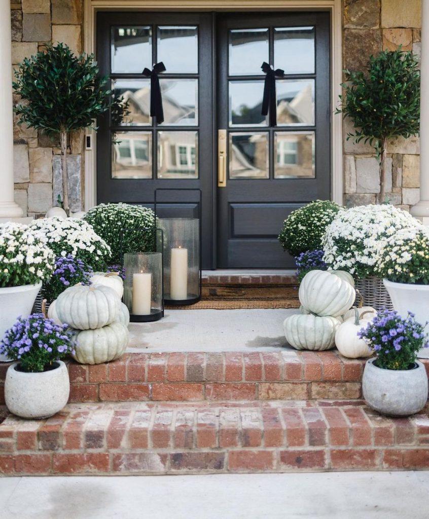 Fall Porch Styling Ideas In 34 #Fall #Porch #FallPorch #FallDecor #HomeDecor #AutumnDecor