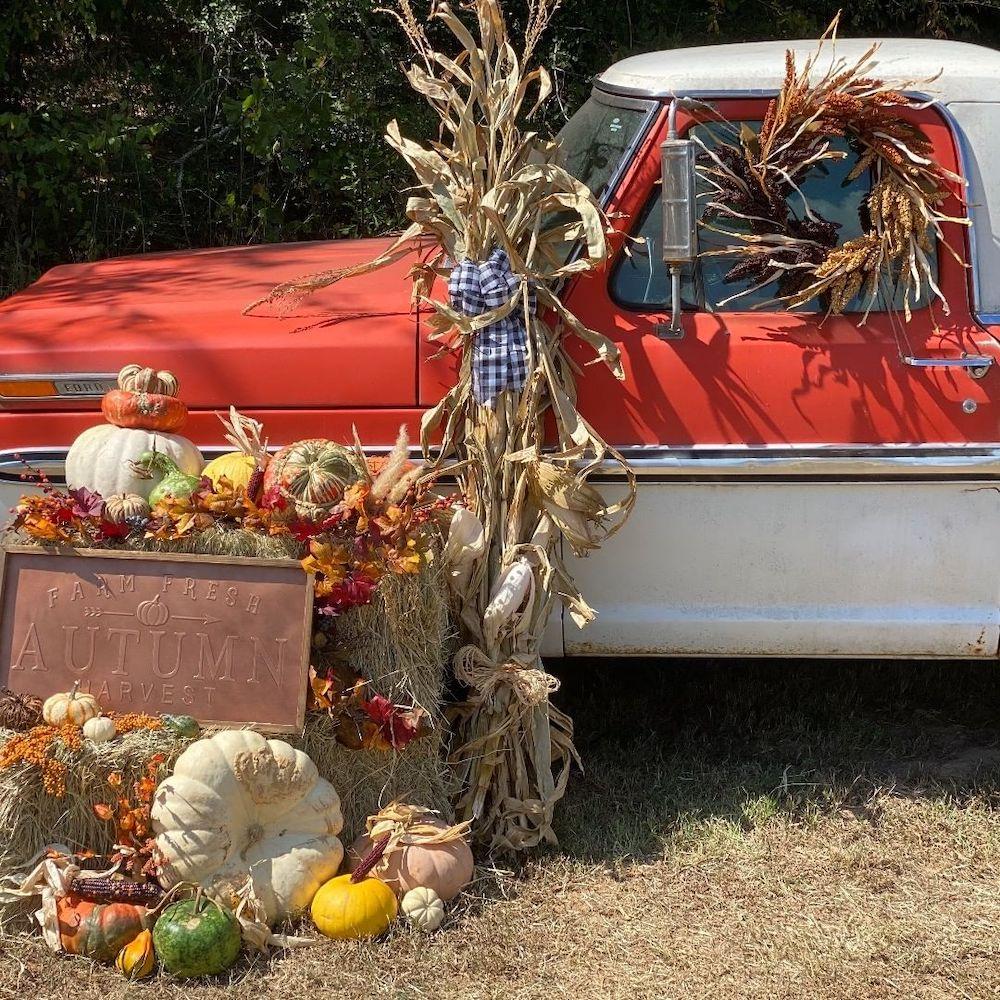 Fall Porch Styling Ideas In 4 #Fall #Porch #FallPorch #FallDecor #HomeDecor #AutumnDecor