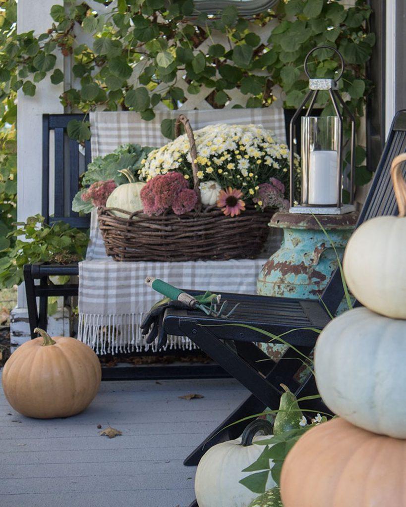 In 7 #Fall #Porch #FallPorch #FallDecor #HomeDecor #AutumnDecor