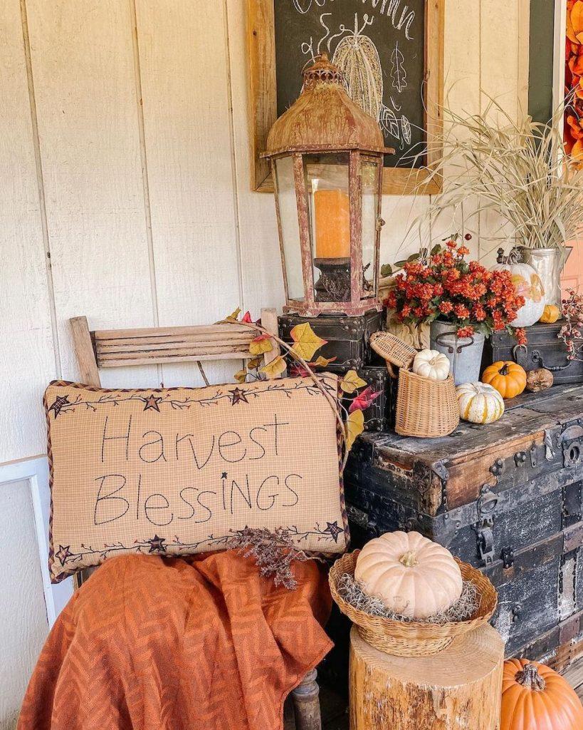 In 8 #Fall #Porch #FallPorch #FallDecor #HomeDecor #AutumnDecor