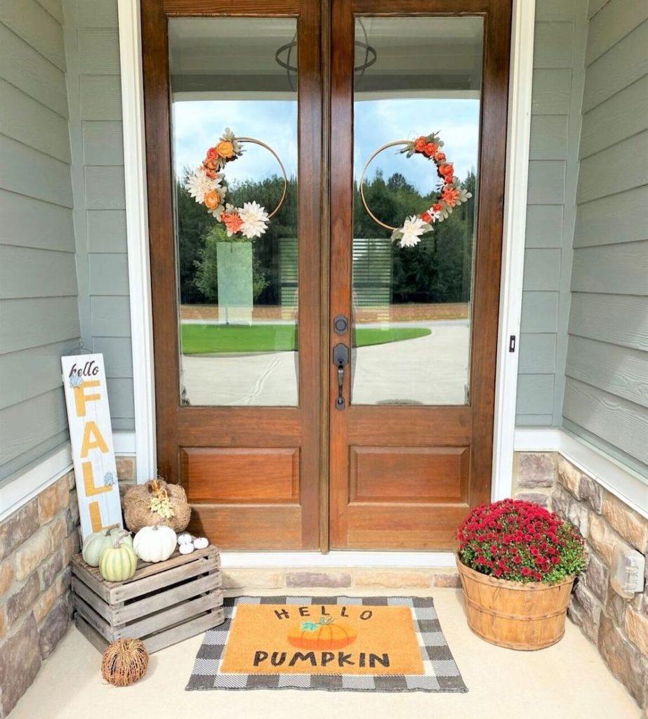 Fall Porch Styling Ideas In 9 #Fall #Porch #FallPorch #FallDecor #HomeDecor #AutumnDecor